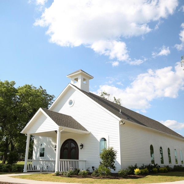 White chapel wedding venue in Texas